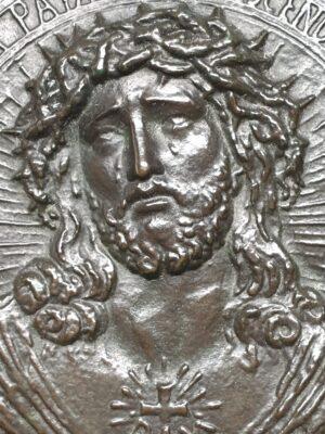 a de waegh bronzen plaque plaquette jezus beeltenis christus eiken lijst gesigneerde bronzen plaquette devotionalia skoander.com